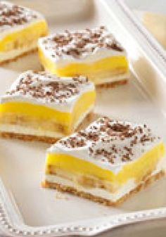 Banana Pudding Squares – Luscious layers of cookie crust, sliced bananas, creamy pudding and chocolate in a quick and easy dessert recipe? There's nothing uncool about this squares.