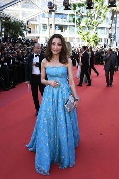 Malaysian actress Michelle Yeoh poses as she arrives on May 17, 2017 for the screening of the film 'Ismael's Ghosts' (Les Fantomes d'Ismael) during the opening ceremony of the 70th edition of the Cannes Film Festival in Cannes, southern France.   / AFP PHOTO / Anne-Christine POUJOULAT