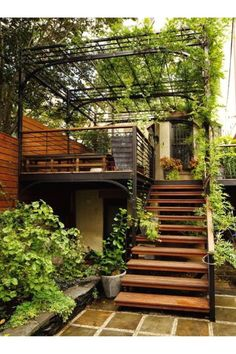 When I grow up, I want to have my own rooftop terrace escalier exterieur, marches en bois, rambarde escalier metallique, escalier terrasse Terrace Design, Garden Design, Design Patio, Stair Design, Backyard Patio, Backyard Landscaping, External Staircase, Exterior Stairs, Outdoor Stairs