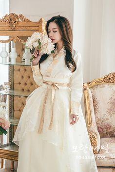 ★ 명품 퓨전한복 전문점 [모란배필] 을 찾아주셔서 감사합니다 ★ Korean Traditional Dress, Traditional Fashion, Traditional Dresses, Korean Dress, Korean Outfits, Hanbok Wedding, Modern Hanbok, Korean Wedding, Asian Beauty