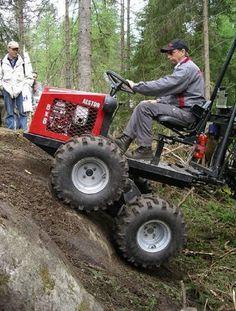 "wie einen 6x6 aus ""normalen"" achsen Small Tractors, Old Tractors, 6x6 Truck, Trucks, Tractor Drawbar, Tractor Decor, Tracteurs Ford, Offroad, Homemade Tractor"