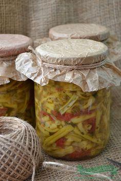 Ingrediente : 5 kg fasole verde 2 kg rosii 500 gr ardei gras 4 bucati ceapa 1 legatura frunze telina 2 legaturi frunze patrunjel 250 ml ulei sare neiodata (la vrac ) dupa gust salicil, sau praf conservant (optional) Preparare : Spalam si curatam fasolea verde . O rupem bucati potrivite. Curatam ceapa si ardeii … Canning Pickles, Party Planning, Camembert Cheese, Mason Jars, Dairy, Cooking Recipes, Vegetables, Food, Sauces