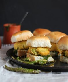 Vada Pao: Potato fritter sandwiched in soft and buttery buns and two different relishes. Popular street food from India Wrap Recipes, Indian Food Recipes, Vegetarian Recipes, Ethnic Recipes, Indian Snacks, Vada Pav Recipe, Potato Fritters, Best Street Food, Food Dishes