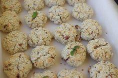 Reteta culinara Biscuiti cu fulgi de ovaz si mere din categoria Vegan / Raw vegan. Cum sa faci Biscuiti cu fulgi de ovaz si mere