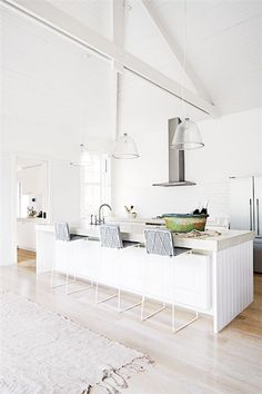 White kitchen with exposed ceiling beams Interior Design Blogs, Australian Interior Design, Interior Decorating, Decorating Ideas, Decor Ideas, Exposed Ceilings, Ceiling Beams, Beam Ceilings, Exposed Beams