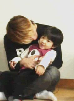 Jonghyun would have been a good Dad. RIP Jonghyun. Shinnee and Shawols, we're with you.