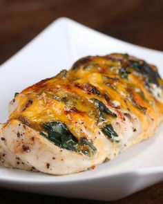 This Cheesy Hasselback Chicken Is Exactly What You Want For Dinner Spinach mushroom hassle back chicken with cheese OMG this looks delicious Spinach Stuffed Mushrooms, Spinach Stuffed Chicken, Stuffed Peppers, Hassle Back Chicken, Pollo Hasselback, Chicken Recipes Video, Recipe Videos, Spinach And Cheese, Goat Cheese