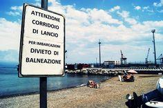 La spiaggia post-atomica di Porto Vado