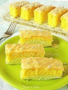 beautiful lemon cakes - just like mr kiplings. Lemon Yellow, Lemon Lime, Cup Cakes, Cupcake Cakes, Fun Desserts, Dessert Recipes, Lemon Cakes, Sweets Cake, Lemon Recipes