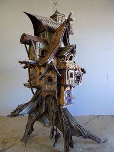 fairy house on a stump Fairy Tree Houses, Fairy Village, Fairy Garden Houses, Mini Fairy Garden, Diy Fairy House, Miniature Fairy Gardens, Miniature Houses, Fairytale House, Gnome House