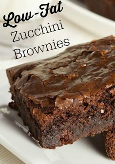 Low Fat Zucchini Brownies Very moist low fat chocolate brownie alternative, for weight watchers, only 2 ww points per serving servings). No oil or egg used. Ww Recipes, Brownie Recipes, Dessert Recipes, Skinny Recipes, Cooking Recipes, Banana Recipes, Healthy Recipes, Frosting Recipes, Veggie Recipes