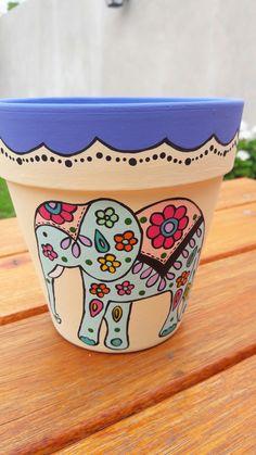 Flower Pot Art, Flower Pot Design, Flower Pot Crafts, Clay Pot Crafts, Painted Plant Pots, Painted Flower Pots, Pots D'argile, Clay Pots, Clay Pot People