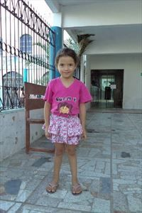 Debora from Brazil likes to eat apples and she would like to be a doctor when she grows up.