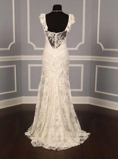 Chantilly Lace Gown. Love this back