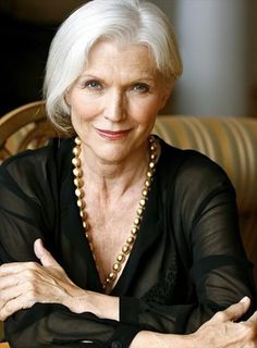 Some people have trouble aging gracefully. They worry about wrinkles, graying hair and other effects of aging. But for people who are aging they should Older Women Hairstyles, Modern Hairstyles, Wig Hairstyles, Layered Hairstyles, Curly Haircuts, Simple Hairstyles, Modern Haircuts, Beautiful Hairstyles, Hairstyle Ideas