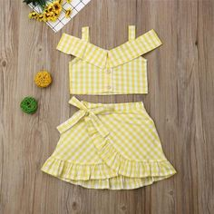 Yellow Plaid Off Shoulder Button Crop Top W/ Matching Ruffle Skirt Baby Girl Skirts, Dresses Kids Girl, Baby Girl Clothes Summer, Summer Girls, Baby Girls, Plaid Outfits, Kids Outfits, Batman Outfits, Formal Outfits