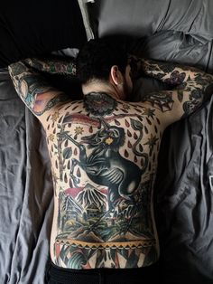 My (almost) hidden passion for ink: Photo Wolf Pack Tattoo, Lion Tattoo, Cool Chest Tattoos, Head Tattoos, Wolf Tattoos Men, Family Loyalty, Back Tattoos For Guys, Wolf Tattoo Design, Most Popular Tattoos