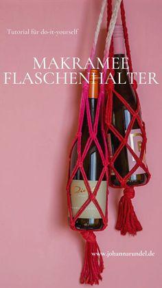 Einfacher DIY Makramee-Weinflaschen-Halter im Boho-Look Plant Hanger, Macrame, Bbq, Crafty, Summer, Decor, Glass Display Case, Godchild, Last Minute Gifts