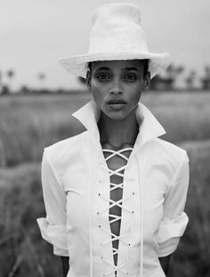 cool Aya Jones goes on a style safari for Vogue Spain March 2016 by Nico Bustos… Jones Fashion, Fashion News, Latest Fashion, Muse, Elle Mexico, Mode Editorials, Fashion Editorials, Vogue Spain, Blanco Y Negro