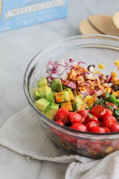 This Chili Lime Avocado, Corn and Black Bean Dip is always a crowd pleaser! An easy, make ahead and bright dish, this loaded dip is fresh and delicious! Sin Gluten, Vegan Gluten Free, Vegan Vegetarian, Black Bean Dip, Black Beans, Chili Lime, Avocado Recipes, Coriander, Cherry Tomatoes