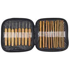 Contém: - 12 agulhas em bambu carbonizado, com 15 cm de comprimento, nas espessuras: 3,0 / 3,5 / 4,0 / 4,5 / 5,0 / 5,5 / 6,0 / 6,5 / 7,0 / 8,0 / 9,0 e 10,0 mm - 8 agulhas com gancho em aço inox e alça de bambu carbonizado, com 13,5 cm de compri...