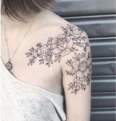 Me encanta el detalle y lo femenino que se ve #tattoaflores