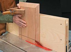 Woodworking Jig Plans, Woodworking Table Saw, Popular Woodworking, Woodworking Techniques, Woodworking Furniture, Table Saw Jigs, Diy Table Saw, Wood Lathe Chuck, Diy Closet Doors