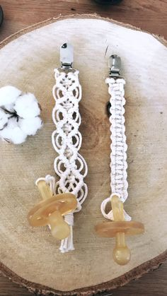 Macrame Knots, Micro Macrame, Macrame Jewelry, Baby Crafts, Cute Crafts, Macrame Design, Kids Boutique, Craft Show Ideas, Macrame Projects