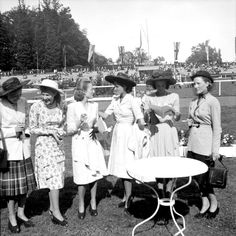 1940s racetrack loveliness (@Kathleen S Lisson, this instantly made me think of you). #vintage #1940s #hats #fashion