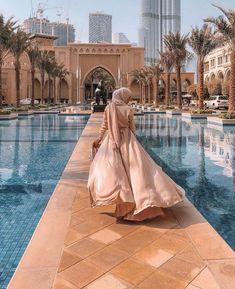 Best Hotels In Dubai, Dubai Hotel, Hijabi Girl, Girl Hijab, Girl Hiding Face, Elegant Ball Gowns, Love In Islam, Hijab Fashionista, Islamic Girl
