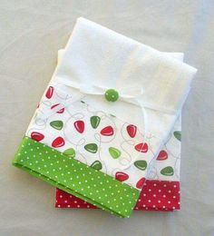 Kitchen towels Christmas lights in red and green cotton - set of two flour sack… Dish Towels, Hand Towels, Tea Towels, Applique Towels, Craft Projects, Sewing Projects, Christmas Kitchen Towels, Towel Crafts, Flour Sack Towels