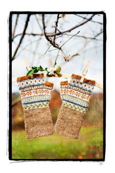fair isle finger-less gloves Fingerless Mittens, Knit Mittens, Knitted Gloves, Fair Isle Knitting, Hand Knitting, Knitting Patterns, Wrist Warmers, Hand Warmers, How To Purl Knit