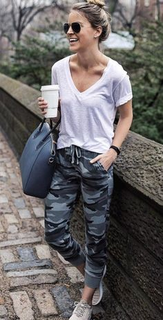Take a look at the best winter jogging pants outfit in the photos below and get ideas for your outfits! Camo Pants Outfit, Jogger Pants Outfit, Camo Joggers, Women Joggers Outfit, Jogger Pants Style, Cool Summer Outfits, Winter Outfits, Cool Outfits, Fashion Clothes