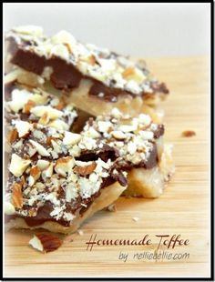 the BEST homemade toffee recipe EVER! #toffee #recipes
