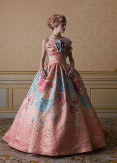 カラードレス | 桂由美フランチャイズ ブライダルハウス仙台