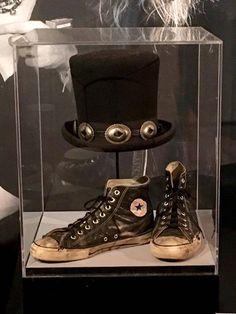 Objets iconoclastes de Slash dans le Rock n Roll Hall of Fame 🎩 Guns N Roses, Slash Top Hat, Rock Hall Of Fame, El Rock And Roll, Rock Poster, Duff Mckagan, Axl Rose, Rockn Roll, Rock Legends