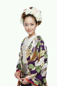 花嫁 Kimono Fabric, Kimono Dress, Kimono Style, Japanese Wedding Kimono, Japanese Kimono, Japanese Style, Japanese Costume, Hair Arrange, Japanese Hairstyle
