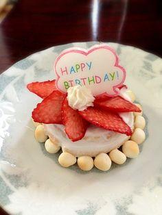 砂糖なしの水切りヨーグルトとたっぷりの苺のロールケーキ - 11件のもぐもぐ - 祝☆1歳バースデーケーキ by こねこねこのこ