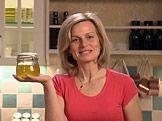 Měsíčková mast na alergický ekzém — Recepty — Kouzelné bylinky — Česká televize Bosu Ball, Dieta Detox, Kettlebell, Hiit, Pesto, The Balm, Natural Beauty, Soap, Cleanser