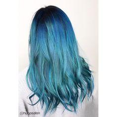 Mermaid blue I did last weekend @hugosalon #hugosalon #teamhugosalon #newyearunicorns #modernsalon #unicorntribe