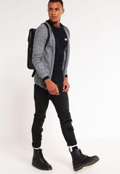 ¡Consigue este tipo de chaqueta de punto de Selected Homme ahora! Haz clic para ver los detalles. Envíos gratis a toda España. Selected Homme SHXJESPAR  Chaqueta de punto black/twisted white: Selected Homme SHXJESPAR  Chaqueta de punto black/twisted white Ropa   | Material exterior: 100% algodón | Ropa ¡Haz tu pedido   y disfruta de gastos de enví-o gratuitos! (chaqueta de punto, wool-blend, tweed, knitted, cotton, knit, knits, stitch, cashmere, knitwear, lana, cárdigan, cardigan, stri...