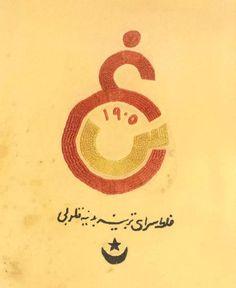 1923 – @GalatasaraySK'a Ayet Emin tarafından çizilen ilk arma.Latin alfabeli arma da aynı gün çizildi. Yazı:Galatasaray Beden Terbiye Kulübü