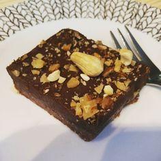 Iltapäivän pieni herkkuhetki  Afternoon tea  --- #raakakakku #suklaakakku #raakasuklaakakku #brownie #vegan #plantbased #omnom #instagood  #mmm #yum #yummy #amazing  #sweet #chocolate #cake #dessertporn #delish  #delicious #tasty  #foodpics #sweettooth #pauligkulma #paulig