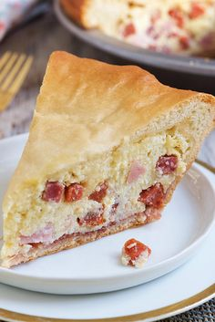 Easter Meat Pie A rich meat and cheese pie traditionally served in the Italian community on Easter Sunday.A rich meat and cheese pie traditionally served in the Italian community on Easter Sunday. Rhubarb Crumble, Pie Crumble, Easter Recipes, Appetizer Recipes, Recipes Dinner, Easter Food, Easter Brunch, Easter Treats, Italian Easter Pie