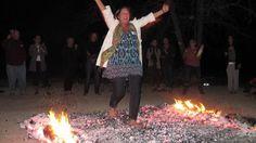 Firewalking milyen hosszu a parazsszonyeg egy tipikus tuzjarason, http://nlptrainer.blog.com/2012/11/27/milyen-hosszu-a-parazsszonyeg-egy-tipikus-tuzjarason/. Pinned from www.followlike.net