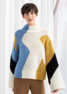 Colour Block Mock Neck Sweater - Multicoloured - Patterned sweaters - & Other Stories Colour blocked mock neck sweater in a wool blend knit with flared sleeves, dropped shoulder seams and ribbed finishings. Straight fit silhouette Length of sweater: / Older Women Fashion, Latest Fashion For Women, Womens Fashion, Outfits With Hats, Stylish Outfits, Mode Boho, Funky Fashion, Fashion Hats, Hipster Fashion