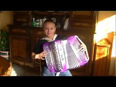 Beer barrel polka par karene neuville - YouTube