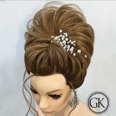 На мой взгляд  эта прическа  производит впечатление легкости ! Мне очень редко нравится что я делаю !но здесь я не сдержался ______________________________________________________________To my mind this hairstyle seems very light ! Very rare I like what I do !  but here i couldn't hold back