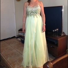 Light Green Dress ✨ SALE ❤️ tonight Beautiful dress , more pictures upon request and it's in a perfect condition. Final sale ✨ Prom Dresses