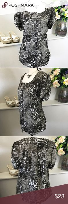 Lane Bryant Lace Print Stretch Top Lane Bryant brown and ivory Lace print stretch button front top blouse figure flattering. Bust 20 inches laying flat and not doubled and is 28 inches long. Excellent condition. Lane Bryant Tops Button Down Shirts